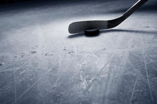 Hockey Stick「Hockey Stick and Puck on Ice」:スマホ壁紙(5)