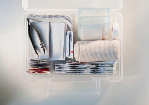Tweezers「First aid kit」:スマホ壁紙(19)
