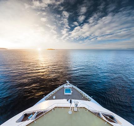 Cruise Ship「Watching the sunrise at Cruise Ship Bow」:スマホ壁紙(7)