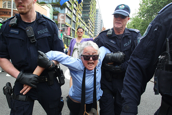 Sydney「Australians Protest Climate Change As Part Of Global Rebellion」:写真・画像(3)[壁紙.com]