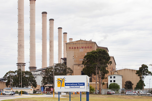 Open-pit Mine「The Hazelwood coal fired power station in the Latrobe Valley, Victoria, Australia. It uses coal from a nearby open cast coal mine , as the Latrobe Valley has massive coal reserves close to the surface. The Hazelwood power plant is trialling carbon captur」:写真・画像(18)[壁紙.com]