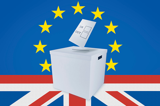 Voting Ballot「In or Out Vote at Ballot Box against Backdrop of European Union and British Flags」:スマホ壁紙(4)