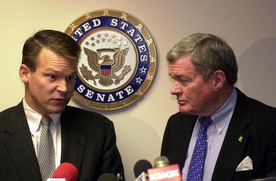 Misfortune「Senator Bond Reacts To Voting Irregularities」:写真・画像(6)[壁紙.com]