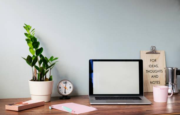 Desk with laptop at home office:スマホ壁紙(壁紙.com)