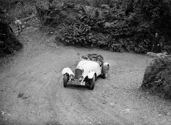 Hairpin Curve「Marendaz Competion 2-seater special 15/90 of Mrs NA Moss driving in a motoring trial, late 1930s」:写真・画像(9)[壁紙.com]