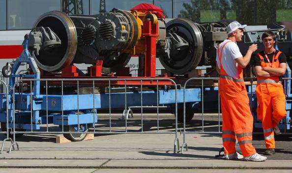 Wheel「Merkel Visits Deutsche Bahn Trainees」:写真・画像(8)[壁紙.com]