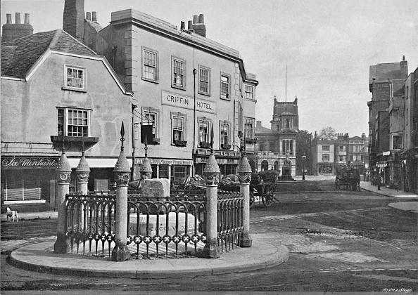 Kingston-upon-thames「Coronation Stone And Market-Place」:写真・画像(7)[壁紙.com]