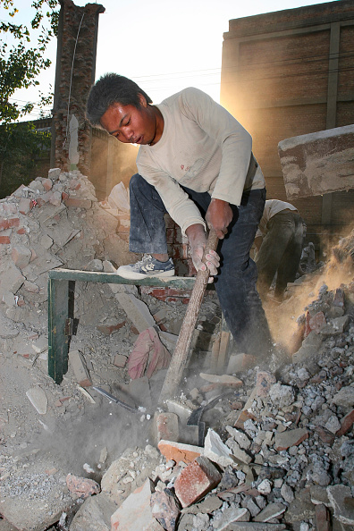 Effort「A migrant labour working on the demolition of residential housing in central Beijing」:写真・画像(5)[壁紙.com]