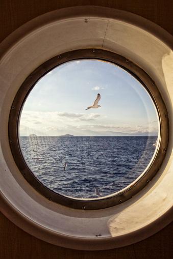Porthole「Sea view through porthole」:スマホ壁紙(14)