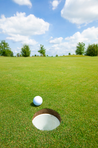 Approaching「Picture of golf ball」:スマホ壁紙(11)