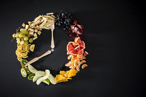 Kiwi「Clock made with fruit, vegetables and flatware」:スマホ壁紙(14)
