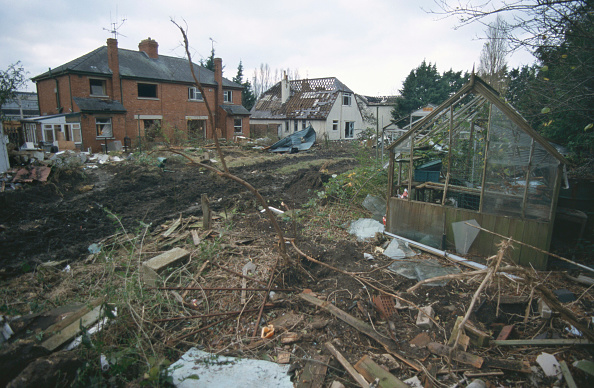 Greenhouse「Derelict and abandoned housing Cheltenham, United Kingdom」:写真・画像(5)[壁紙.com]