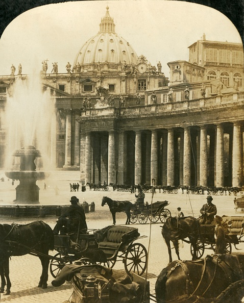 バシリカ「Carriages By The Fountain In St Peters Square」:写真・画像(9)[壁紙.com]