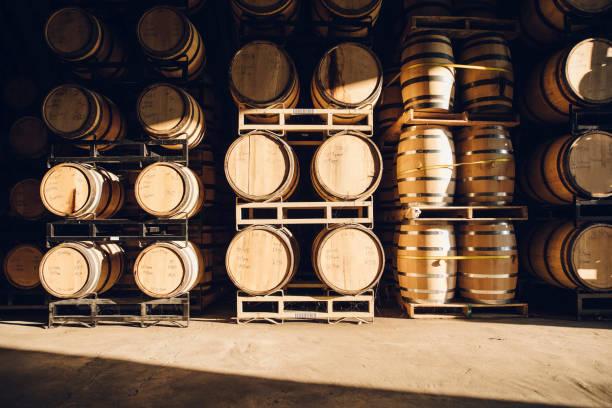 Barrels in distillery:スマホ壁紙(壁紙.com)