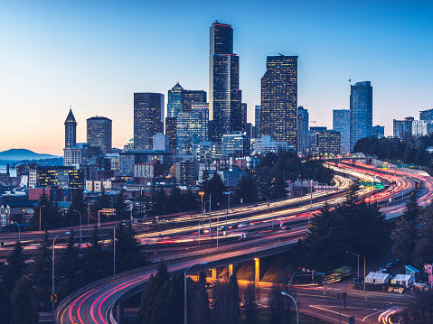 Light Trail「elevated view of Interstate 5 and seattle downtown skyline」:スマホ壁紙(12)
