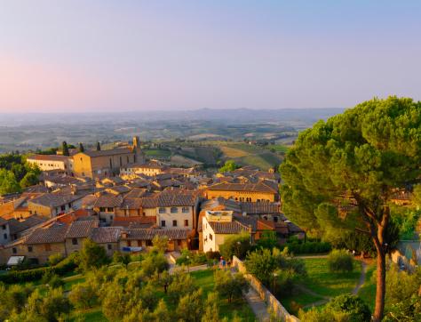 Tuscany「Elevated view of San Gimignano.」:スマホ壁紙(9)