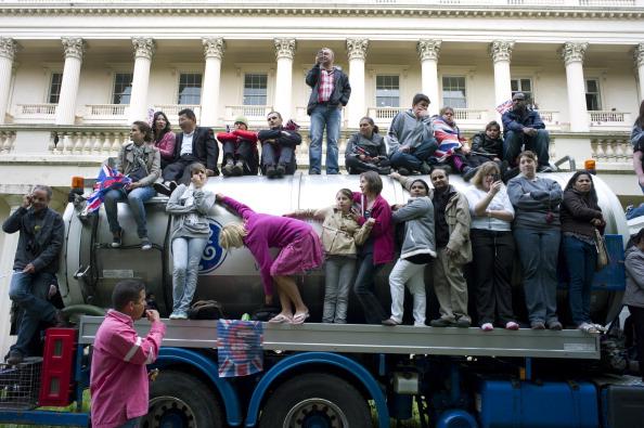 Tom Stoddart Archive「Royal Wedding Spectators」:写真・画像(10)[壁紙.com]