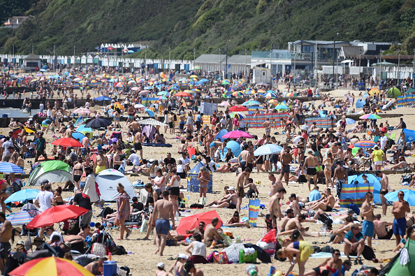 Crowd of People「May Bank Holiday In The UK Amid Coronavirus Lockdown」:写真・画像(18)[壁紙.com]