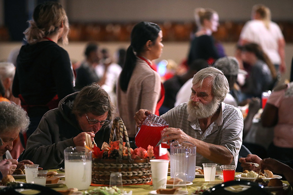 Meal「Rescue Mission Offers Thanksgiving Meal To Those In Need」:写真・画像(7)[壁紙.com]