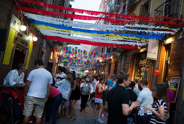 Tapas「Las Fiestas de la Paloma' in Madrid's La Latina District」:写真・画像(15)[壁紙.com]