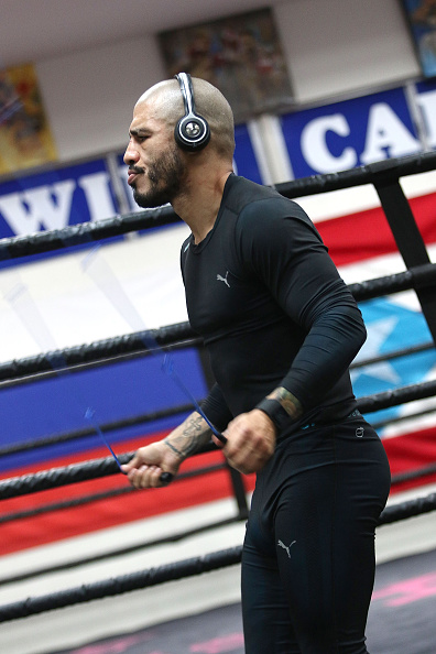 Miguel Cotto「Professional Boxer Miguel Cotto Trains With Fitbit Surge In Preparation For His Fight On Nov. 21 With Canelo Alvarez」:写真・画像(15)[壁紙.com]