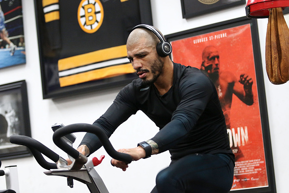 Miguel Cotto「Professional Boxer Miguel Cotto Trains With Fitbit Surge In Preparation For His Fight on November, 21 With Canelo Alvarez」:写真・画像(10)[壁紙.com]
