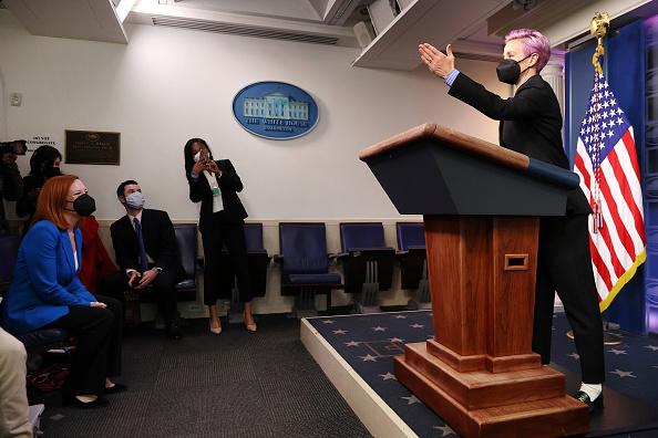 Women's Soccer「President Biden Holds White House Event To Mark Equal Pay Day」:写真・画像(11)[壁紙.com]