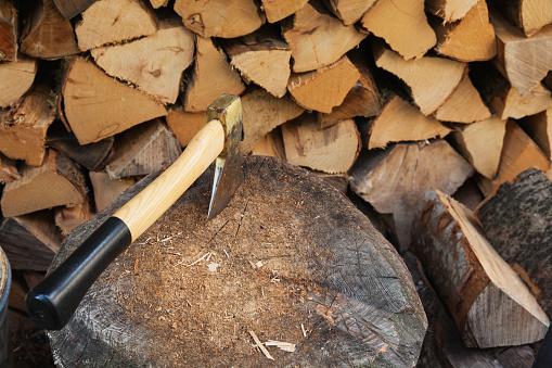 Log「Chopping firewood」:スマホ壁紙(19)
