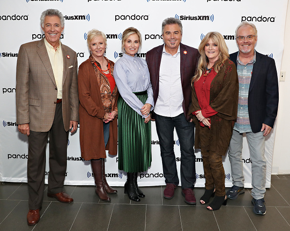 Shallow「Andy Cohen's Deep And Shallow Interview Special With The Cast Of The Brady Bunch On SiriusXM's Radio Andy Channel At The SiriusXM Studios In New York City」:写真・画像(2)[壁紙.com]
