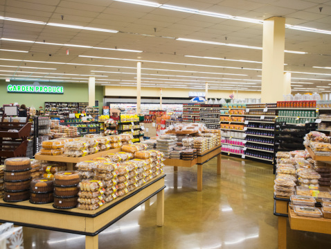 Groceries「Baked goods section of grocery store」:スマホ壁紙(18)
