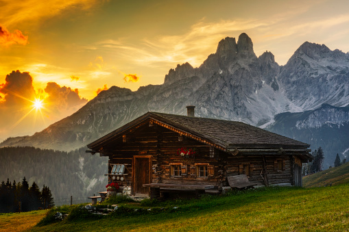 Chalet「Alpine scenery with mountain chalet at sunset」:スマホ壁紙(2)