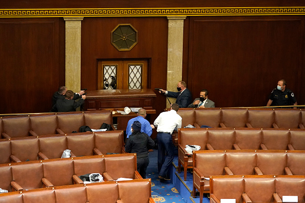 Holding「Congress Holds Joint Session To Ratify 2020 Presidential Election」:写真・画像(11)[壁紙.com]