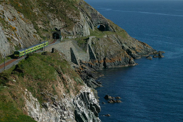 Emu「A Dublin Area Rapid Transit (DART) EMU threads its way southwards along the spectacular clifftop section between Bray and Greystones.」:写真・画像(10)[壁紙.com]