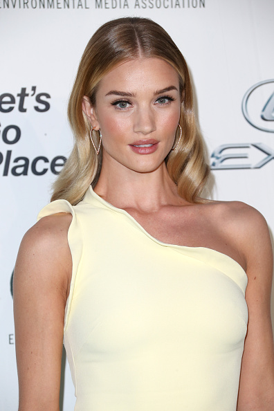 Rosie Huntington-Whiteley「Environmental Media Association Hosts Its 25th Annual EMA Awards Presented By Toyota And Lexus - Arrivals」:写真・画像(12)[壁紙.com]