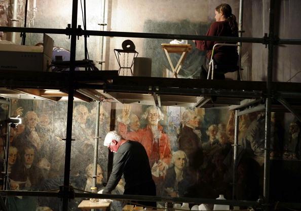 Restoring「Restorers Work On Capitol Painting」:写真・画像(7)[壁紙.com]
