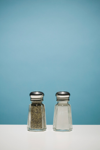 Colored Background「salt and pepper shakers 」:スマホ壁紙(3)