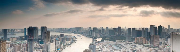 Shinbashi - Tokyo「Sunbeams and skyscrapers Sumida-gawa Tokyo Bay downtown waterfront panorama Japan」:スマホ壁紙(5)