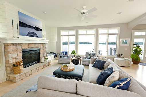 Waterfront「Modern Living Room Home Interior Design with fireplace and Television」:スマホ壁紙(0)