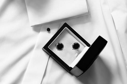 Cuff - Sleeve「Cufflinks in black box」:スマホ壁紙(2)