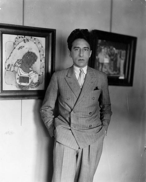 Standing「Jean Cocteau」:写真・画像(16)[壁紙.com]