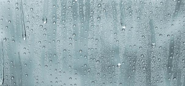 Spraying「water drops on a window」:スマホ壁紙(5)