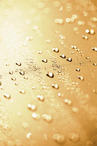 Effort「Water drops on a polished gold metalic motorhood」:スマホ壁紙(17)