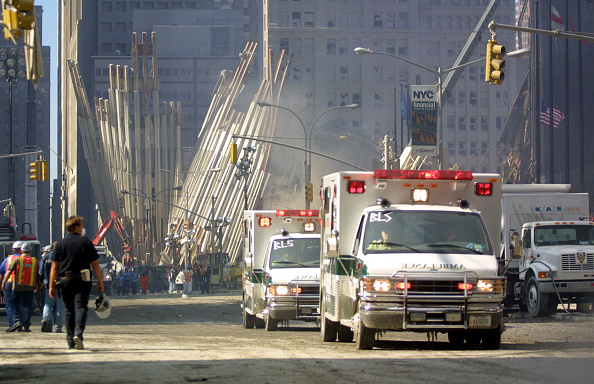 Recovery「Rescue Workers Search Through WTC Rubble」:写真・画像(15)[壁紙.com]