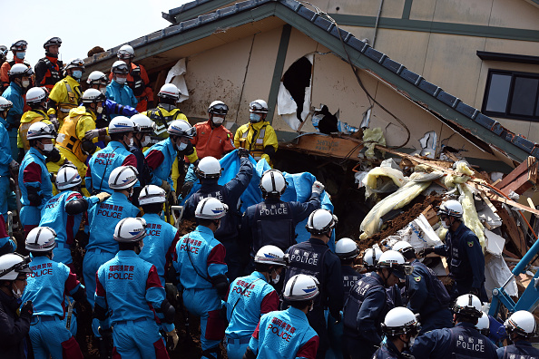 Japan「Rescue Operations Continue After Deadly Japan Earthquakes」:写真・画像(10)[壁紙.com]