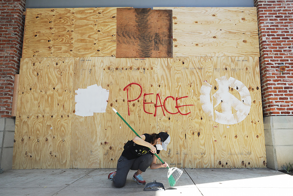 Santa Monica「U.S. Cities Clean Up Damage As Riots Continue Across The Country」:写真・画像(2)[壁紙.com]