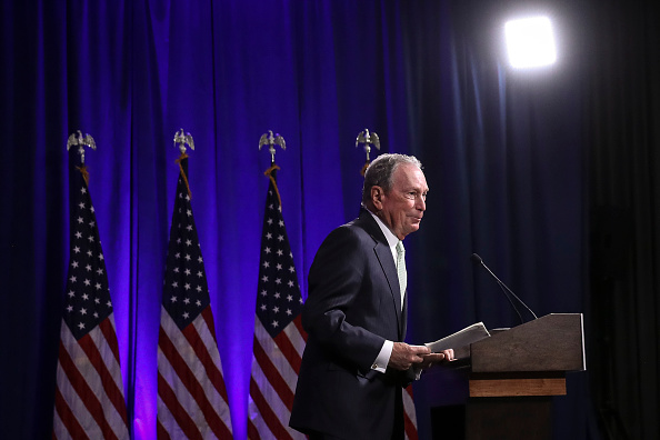 Presidential Candidate「Democratic Presidential Candidate Mike Bloomberg Meets Voters And Elected Officials In Norfolk, Virginia」:写真・画像(14)[壁紙.com]