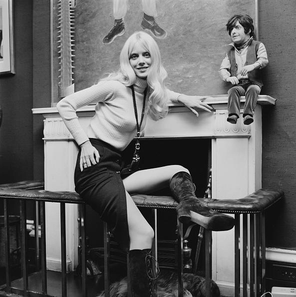 Skirt「Connie Kreski」:写真・画像(15)[壁紙.com]