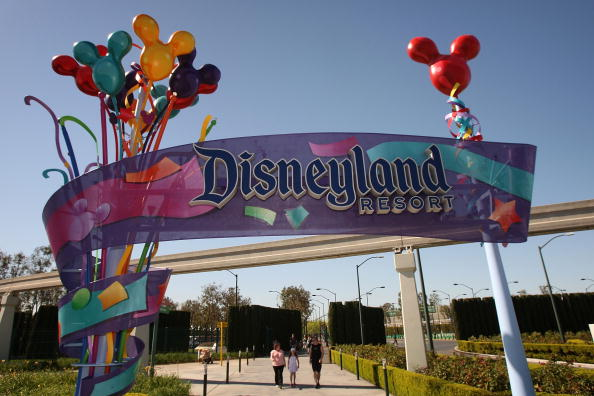 Entrance「Disney Restructuring To Bring Layoffs」:写真・画像(0)[壁紙.com]