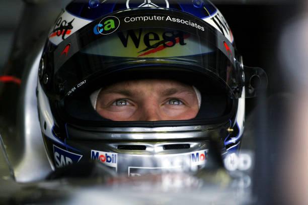 Kimi Raikkonen concentrato prima di correre il GP di Suzuka con la McLaren, il pilota rimase alla scuderia di Woking fino al 2006. Foto: Getty Images.