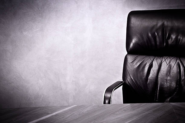 Old business great  Success- Leather chair and desk:スマホ壁紙(壁紙.com)